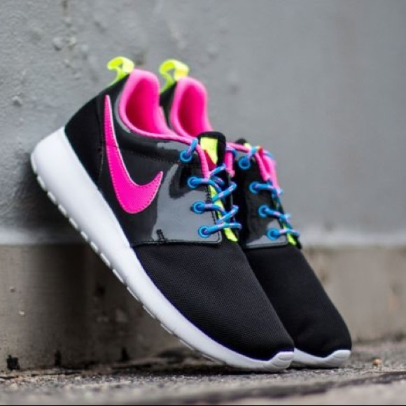 33a34f296163d 🎉SALE Nike roshe one black pink white shoes